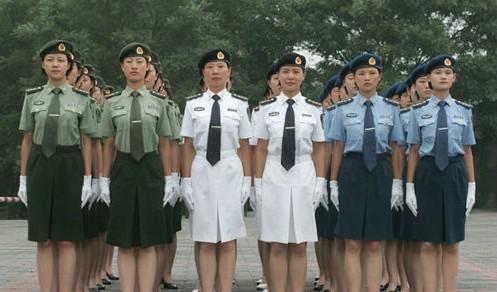 这是女军官夏常服-中国军人换新装,2007新款军装绚丽登场图片