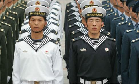 这是海军水兵服-中国军人换新装,2007新款军装绚丽登场图片