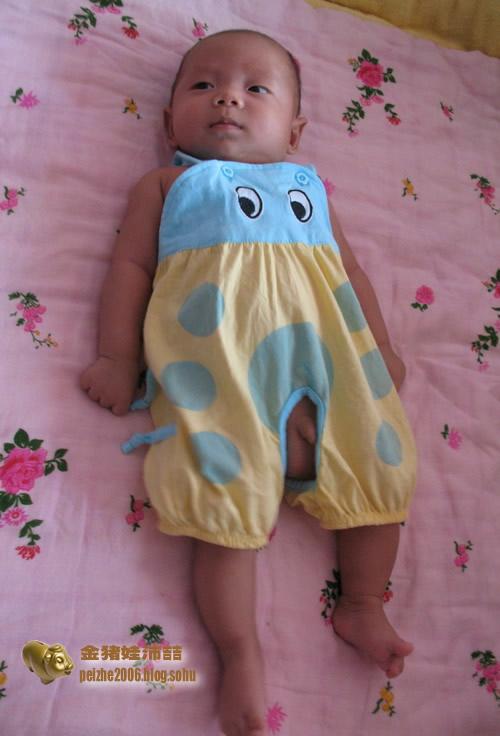 小衣服,大眼睛,宝宝穿着真可爱