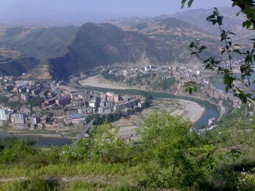 这是红粉笔在陕西支教的旬阳县城.
