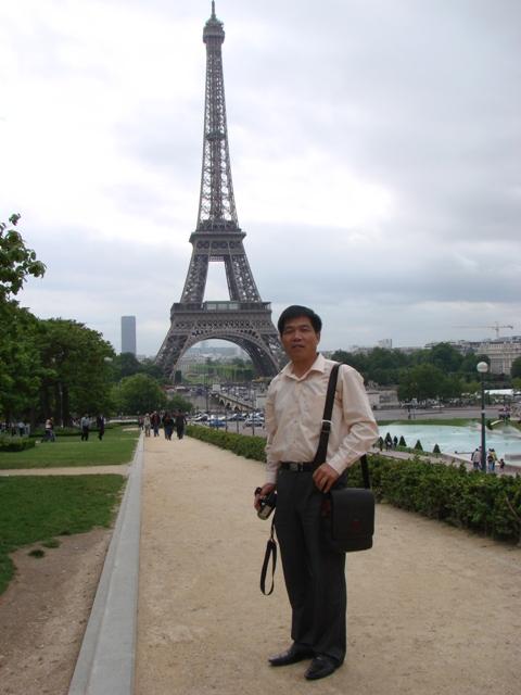 瓶中巴黎埃菲尔铁塔图片