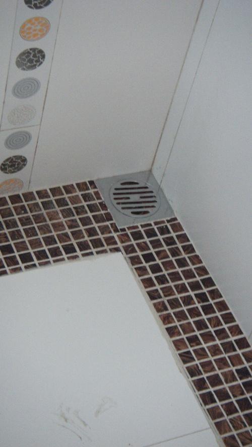 卫生间淋浴玻璃隔断 轻盈通透且分离   卫生间淋浴房隔断效果