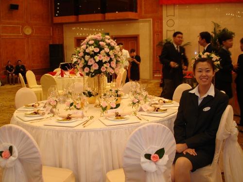 """这个是深圳大厦的""""公主之约""""是已婚宴为主题的摆台,很漂亮,所有的女孩图片"""